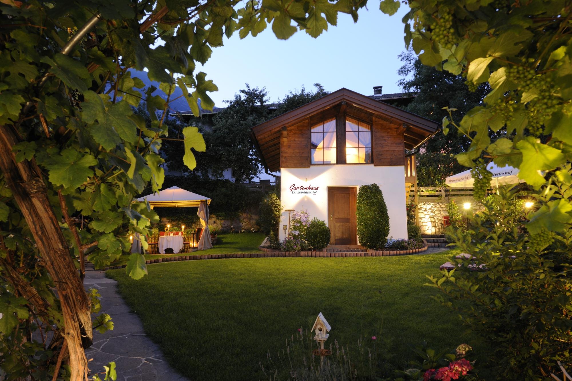 Garten im naturhotel tirol - Gartenhaus romantisch ...